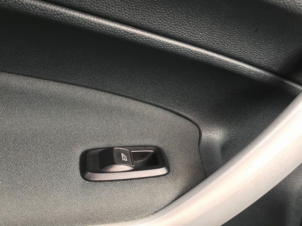 2012 Ford Fiesta 1.25 Zetec 5dr - Picture 28 of 32