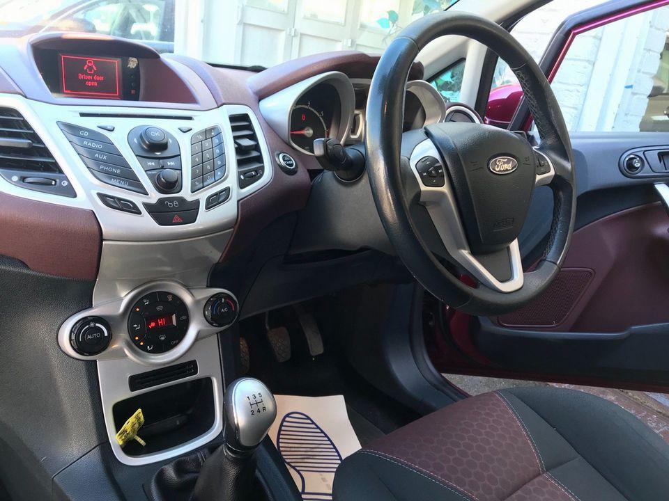 2009 Ford Fiesta 1.4 Titanium 5dr - Picture 14 of 32