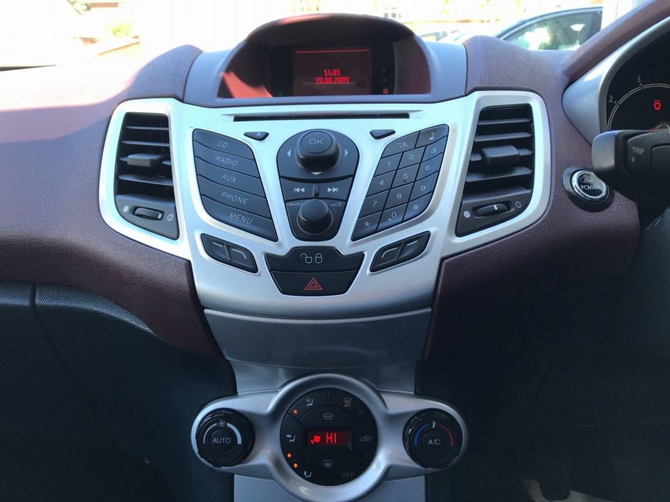 2009 Ford Fiesta 1.4 Titanium 5dr - Picture 19 of 32