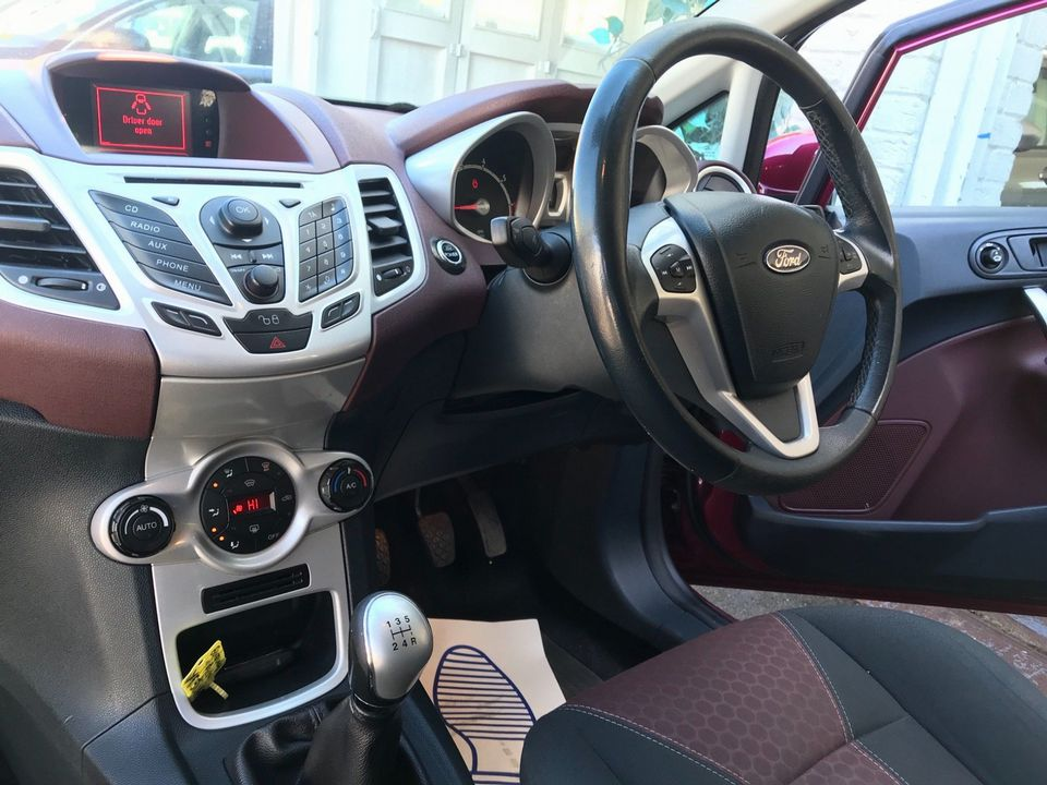 2009 Ford Fiesta 1.4 Titanium 5dr - Picture 14 of 33