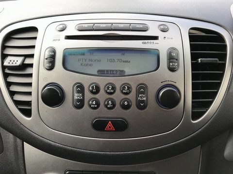 2011 Hyundai i10 1.2 Style 5dr - Picture 16 of 32