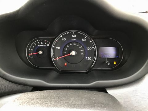 2011 Hyundai i10 1.2 Style 5dr - Picture 14 of 34