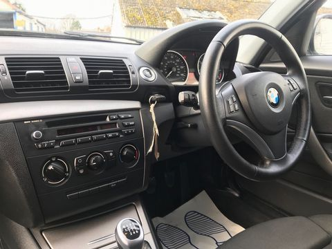 2011 BMW 1 Series 2.0 116i Sport 5dr - Picture 11 of 28