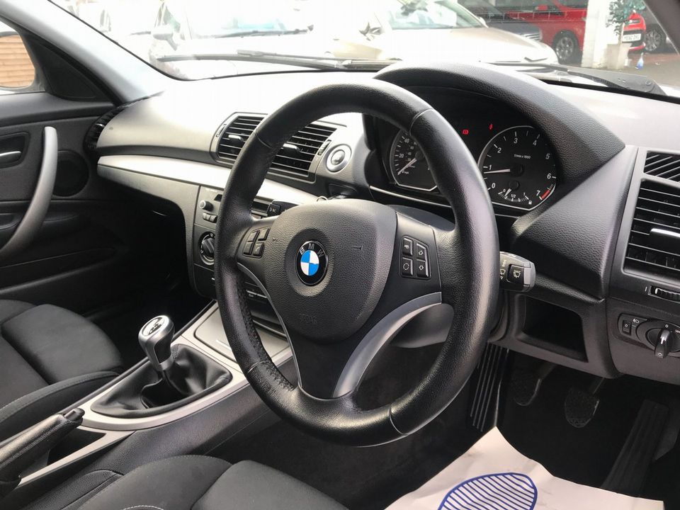 2011 BMW 1 Series 2.0 116i Sport 5dr - Picture 12 of 28