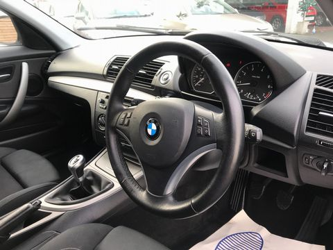 2011 BMW 1 Series 2.0 116i Sport 5dr - Picture 12 of 31
