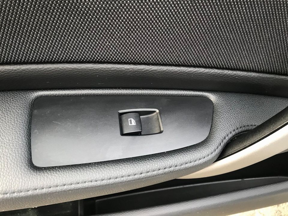 2011 BMW 1 Series 2.0 116i Sport 5dr - Picture 26 of 31