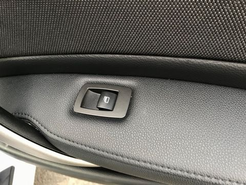 2011 BMW 1 Series 2.0 116i Sport 5dr - Picture 28 of 31