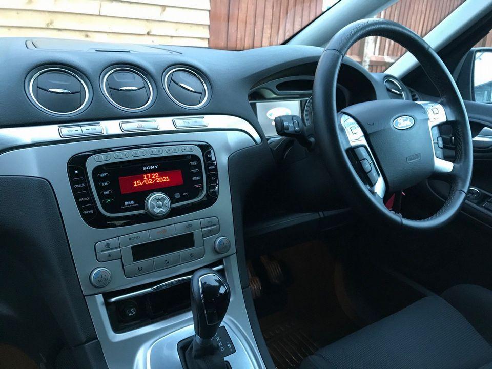 2010 Ford S-Max 2.0 TDCi Titanium 5dr - Picture 13 of 32