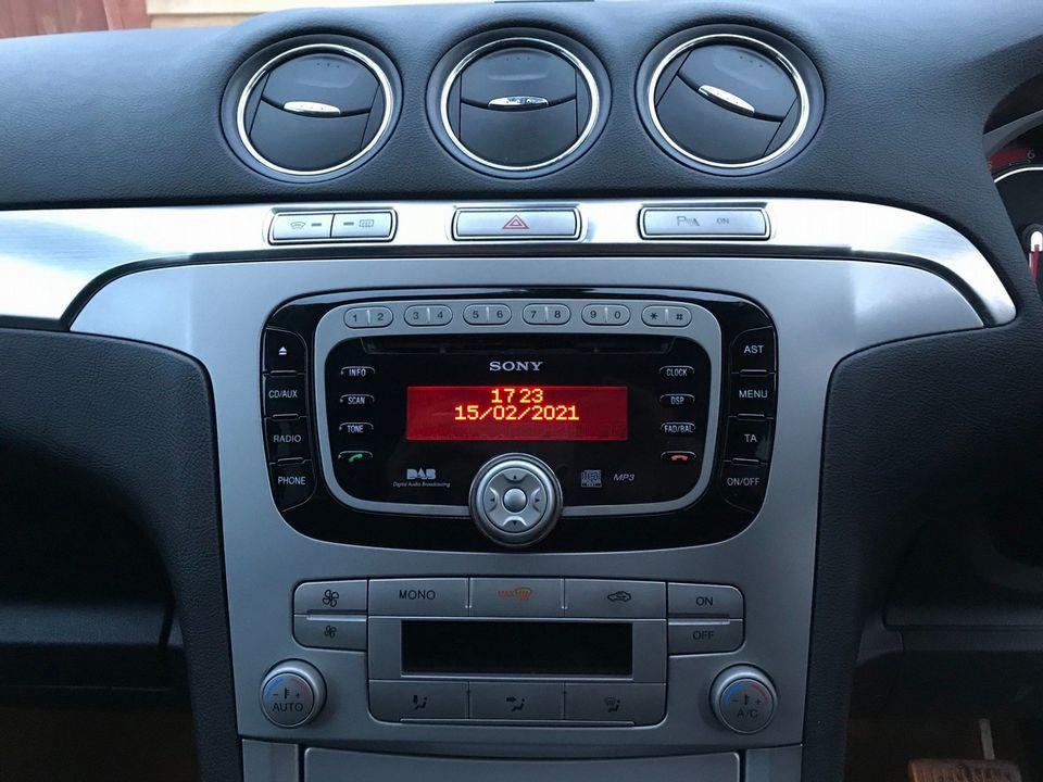 2010 Ford S-Max 2.0 TDCi Titanium 5dr - Picture 20 of 32