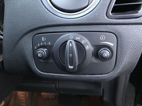 2010 Ford S-Max 2.0 TDCi Titanium 5dr - Picture 30 of 32