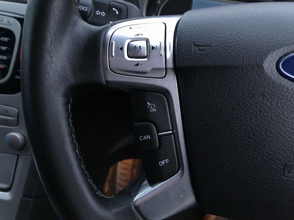 2010 Ford S-Max 2.0 TDCi Titanium 5dr - Picture 24 of 32
