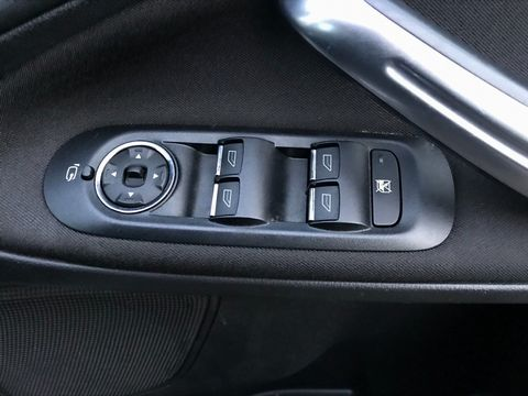 2010 Ford S-Max 2.0 TDCi Titanium 5dr - Picture 26 of 32