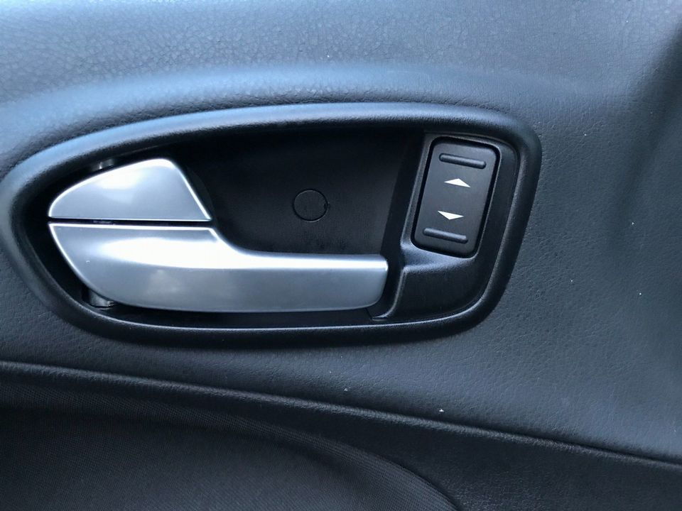 2010 Ford S-Max 2.0 TDCi Titanium 5dr - Picture 27 of 32
