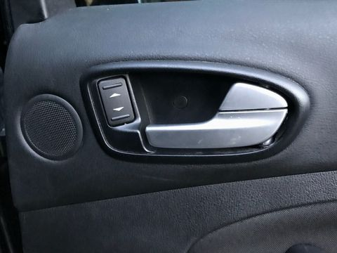 2010 Ford S-Max 2.0 TDCi Titanium 5dr - Picture 29 of 32