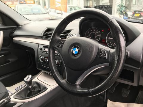 2010 BMW 1 Series 2.0 118d SE 2dr - Picture 12 of 31