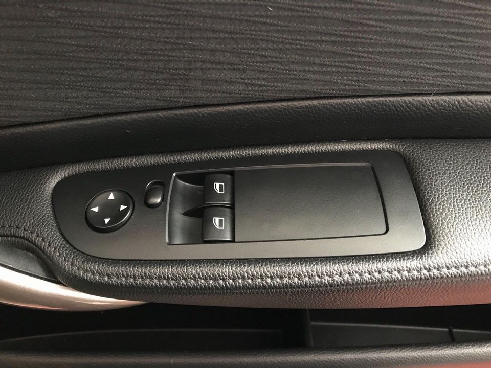 2010 BMW 1 Series 2.0 118d SE 2dr - Picture 26 of 31