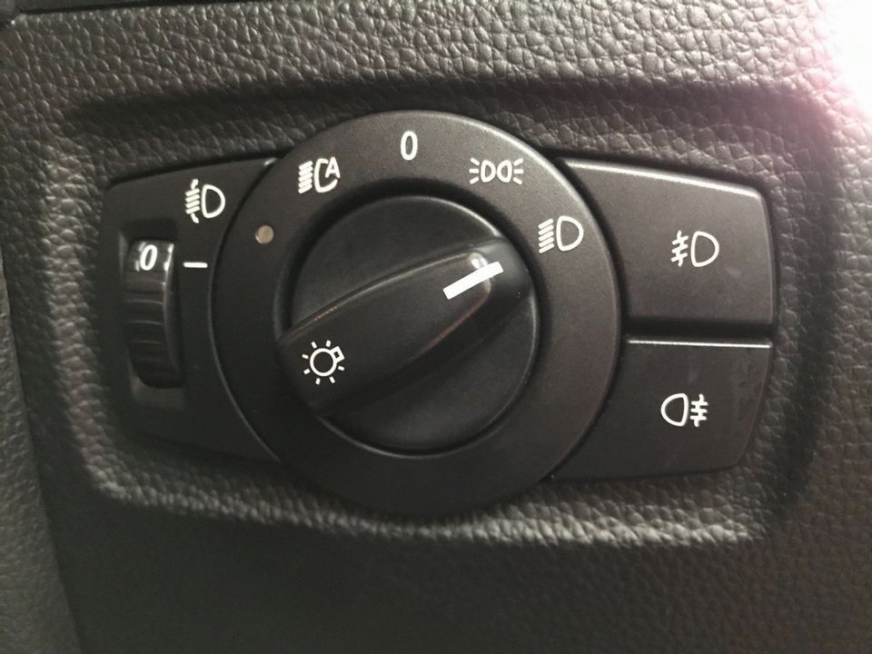 2010 BMW 1 Series 2.0 116d Sport 5dr - Picture 26 of 33