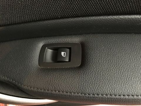 2010 BMW 1 Series 2.0 116d Sport 5dr - Picture 29 of 33