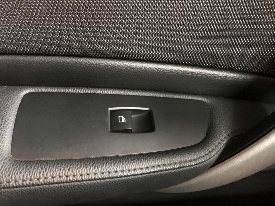 2010 BMW 1 Series 2.0 116d Sport 5dr - Picture 30 of 33