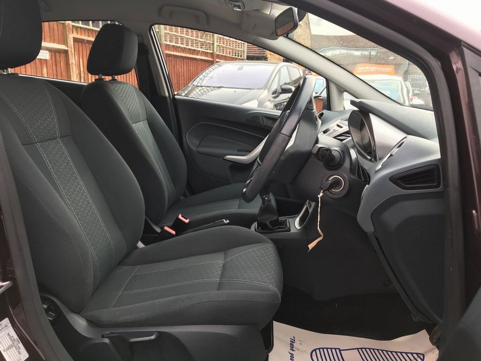 2010 Ford Fiesta 1.4 Zetec 5dr - Picture 13 of 27