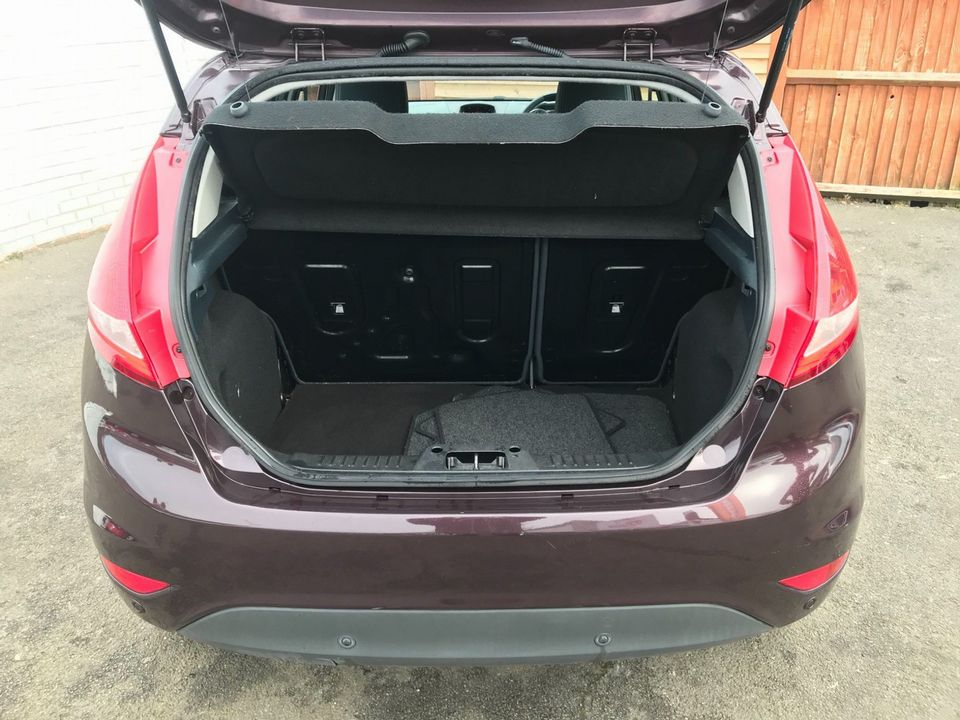 2010 Ford Fiesta 1.4 Zetec 5dr - Picture 8 of 27