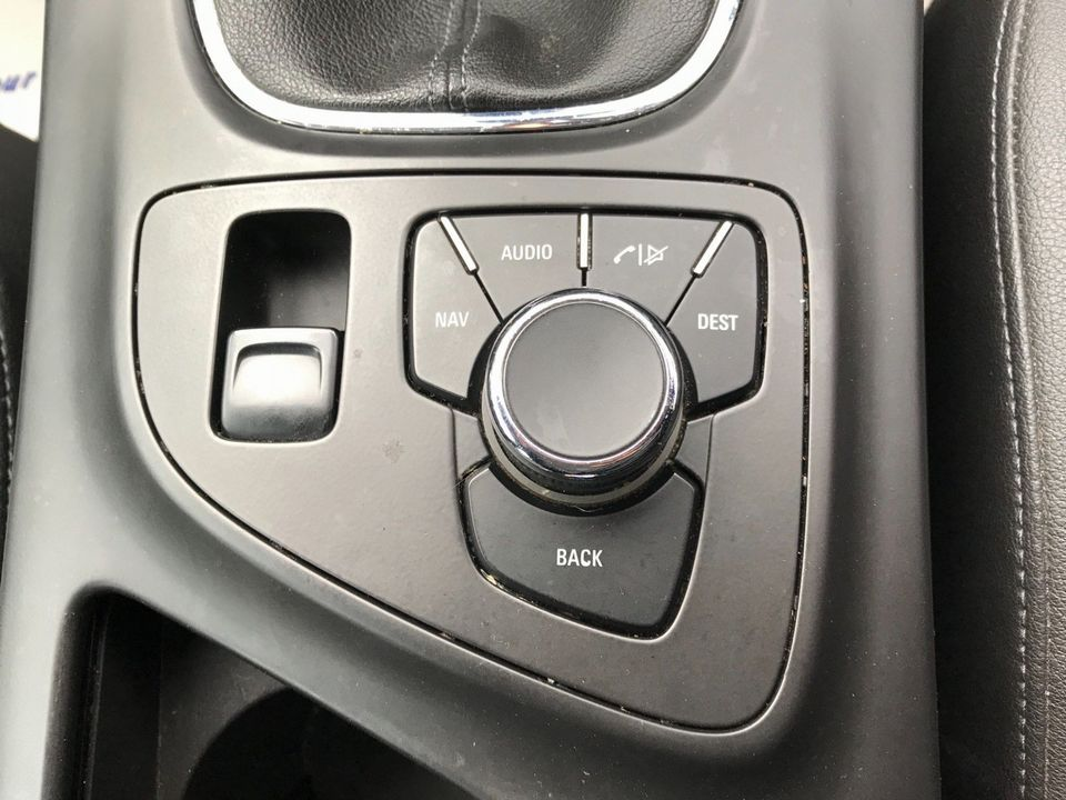 2010 Vauxhall Insignia 2.0 CDTi ecoFLEX 16v SE 5dr - Picture 22 of 34