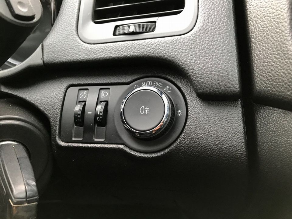 2010 Vauxhall Insignia 2.0 CDTi ecoFLEX 16v SE 5dr - Picture 27 of 34