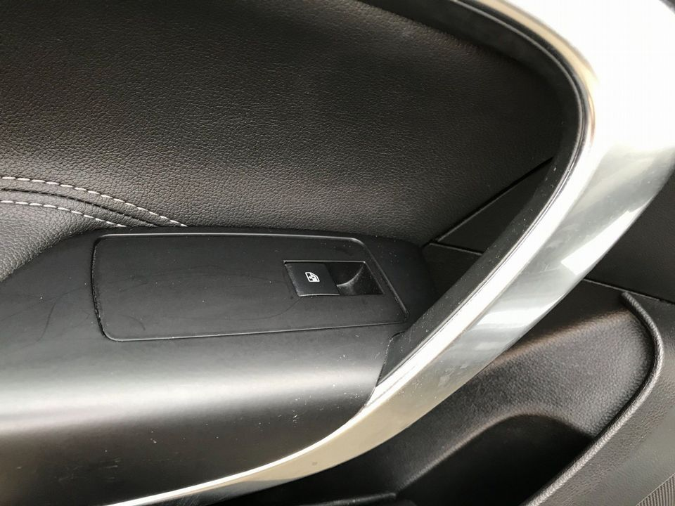 2010 Vauxhall Insignia 2.0 CDTi ecoFLEX 16v SE 5dr - Picture 29 of 34