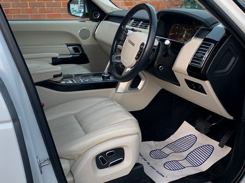 2014 Land Rover Range Rover 3.0 TD V6 Vogue 4X4 (s/s) 5dr - Picture 11 of 51