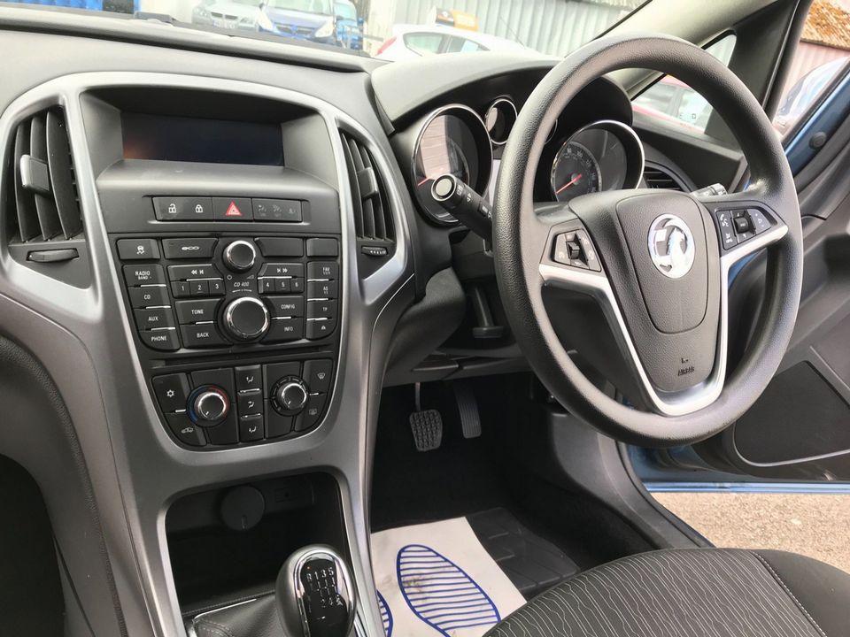2015 Vauxhall Astra 1.6 CDTi ecoFLEX Design Sport Tourer (s/s) 5dr - Picture 13 of 32