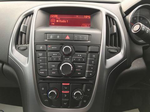 2015 Vauxhall Astra 1.6 CDTi ecoFLEX Design Sport Tourer (s/s) 5dr - Picture 19 of 32