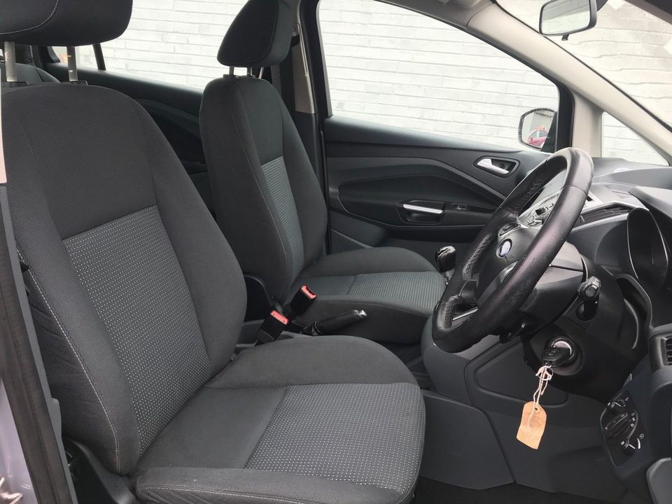 2011 Ford Grand C-Max 1.6 TDCi Zetec 5dr - Picture 14 of 32