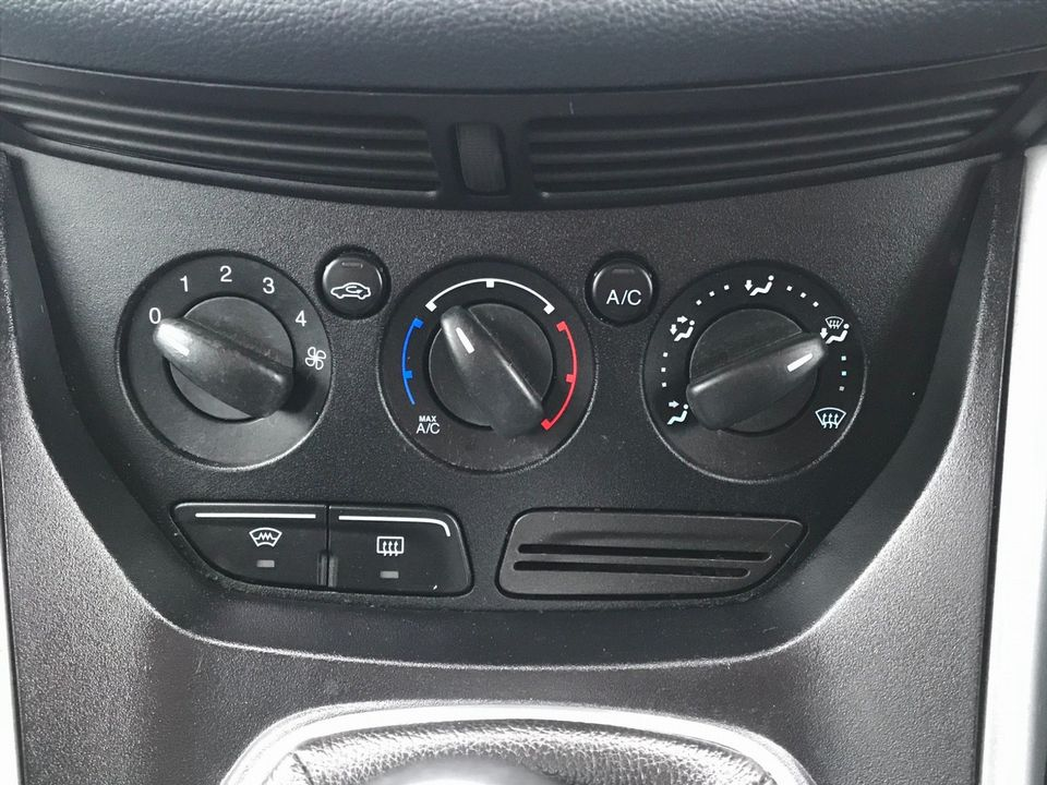 2011 Ford Grand C-Max 1.6 TDCi Zetec 5dr - Picture 20 of 32
