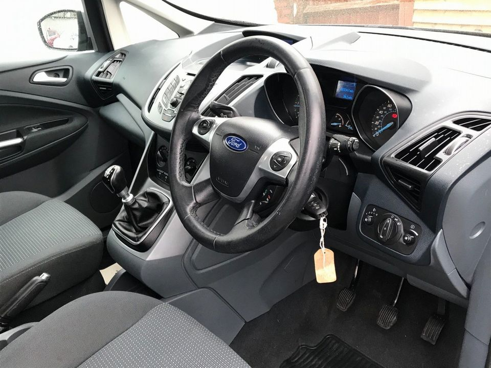 2011 Ford Grand C-Max 1.6 TDCi Zetec 5dr - Picture 11 of 32