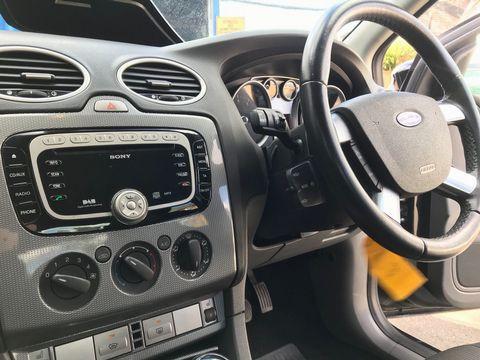 2010 Ford Focus 1.6 Titanium 5dr - Picture 10 of 32