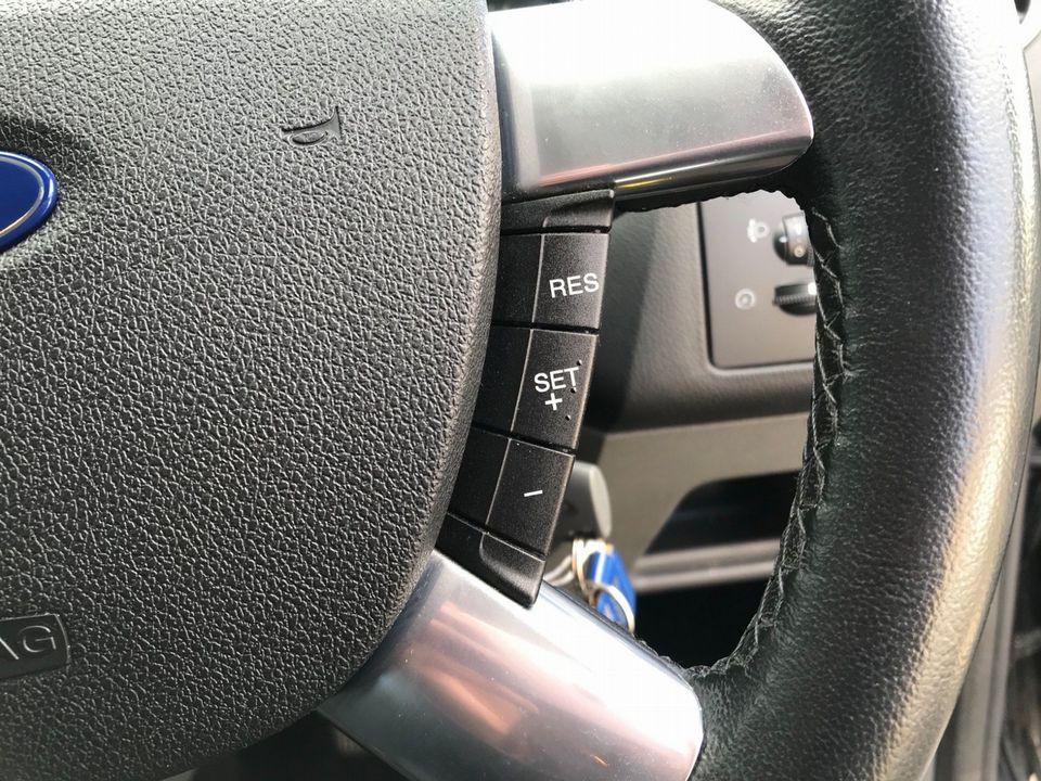 2010 Ford Focus 1.6 Titanium 5dr - Picture 20 of 32