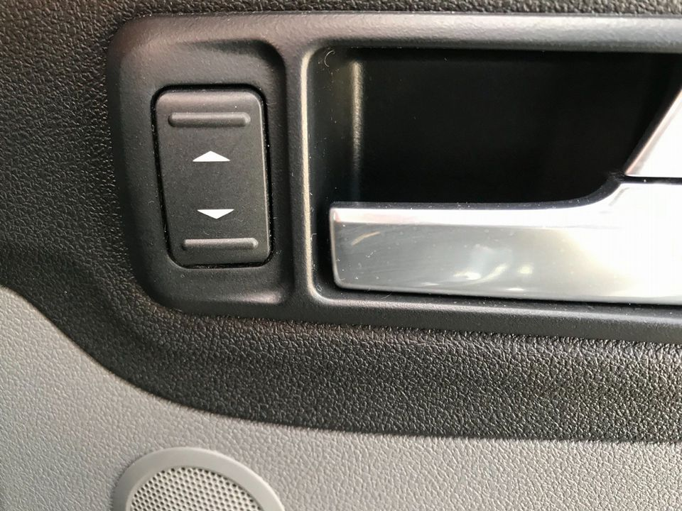 2010 Ford Focus 1.6 Titanium 5dr - Picture 27 of 32
