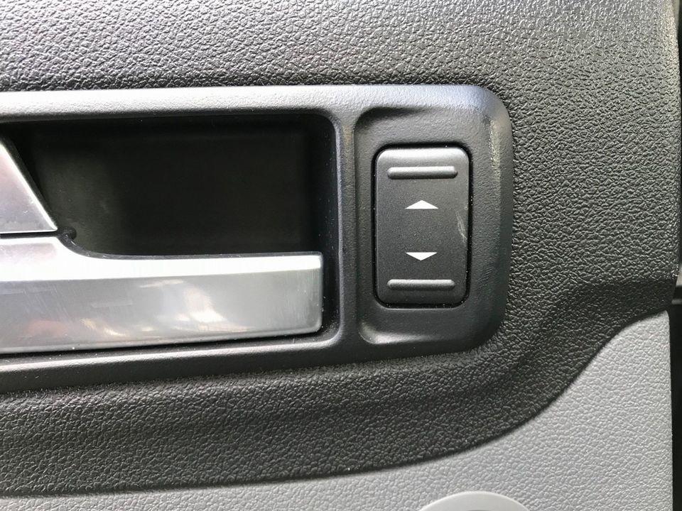 2010 Ford Focus 1.6 Titanium 5dr - Picture 28 of 32