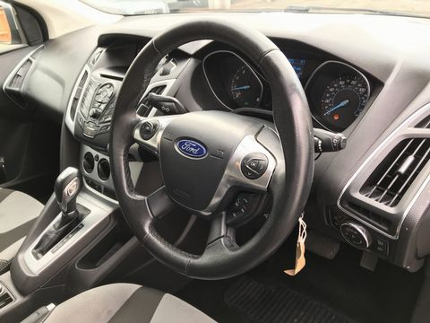 2012 Ford Focus 1.6 Zetec Powershift 5dr - Picture 13 of 33