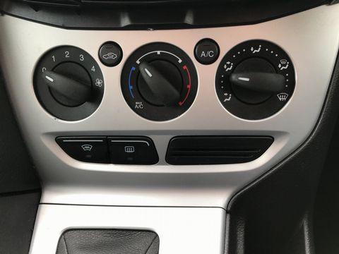 2012 Ford Focus 1.6 Zetec Powershift 5dr - Picture 22 of 33