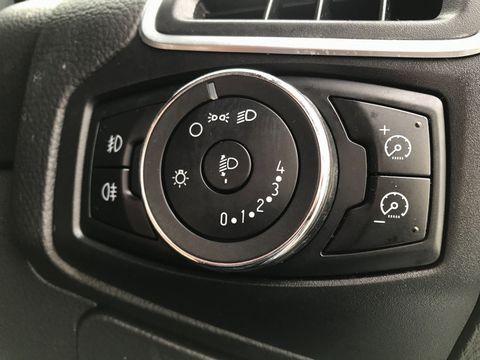 2012 Ford Focus 1.6 Zetec Powershift 5dr - Picture 28 of 33