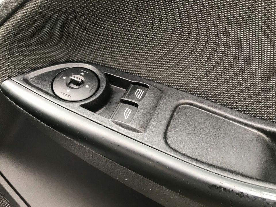2012 Ford Focus 1.6 Zetec Powershift 5dr - Picture 29 of 33