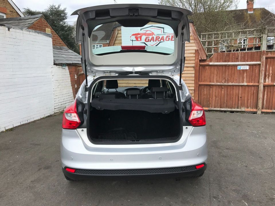 2012 Ford Focus 1.6 Zetec Powershift 5dr - Picture 10 of 33