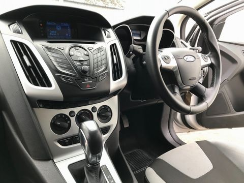 2012 Ford Focus 1.6 Zetec Powershift 5dr - Picture 14 of 33