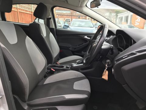 2012 Ford Focus 1.6 Zetec Powershift 5dr - Picture 15 of 33