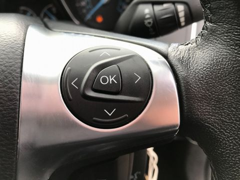 2012 Ford Focus 1.6 Zetec Powershift 5dr - Picture 25 of 33