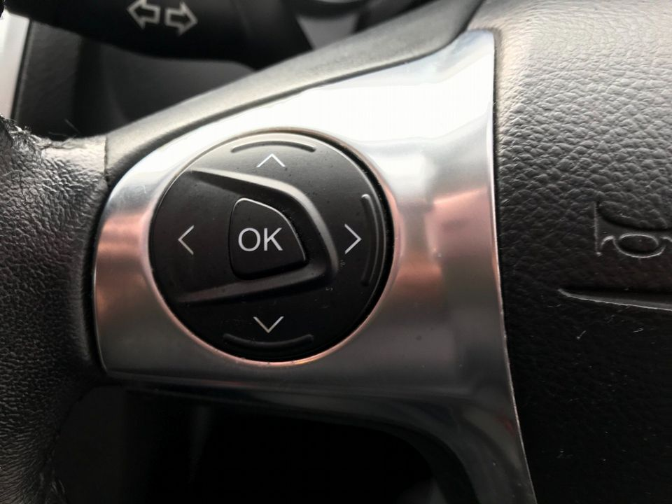 2012 Ford Focus 1.6 Zetec Powershift 5dr - Picture 26 of 33
