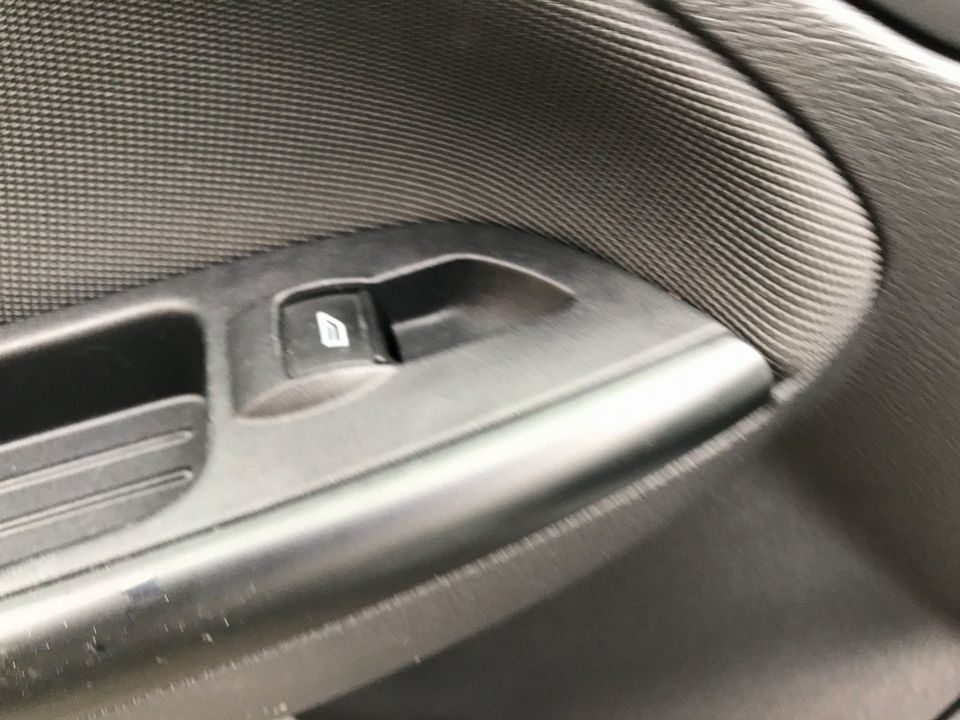 2012 Ford Focus 1.6 Zetec Powershift 5dr - Picture 30 of 33
