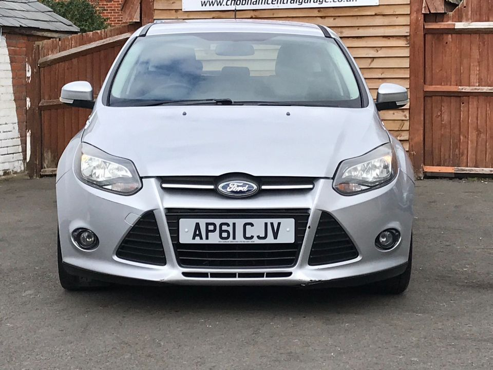 2012 Ford Focus 1.6 Zetec Powershift 5dr - Picture 3 of 33