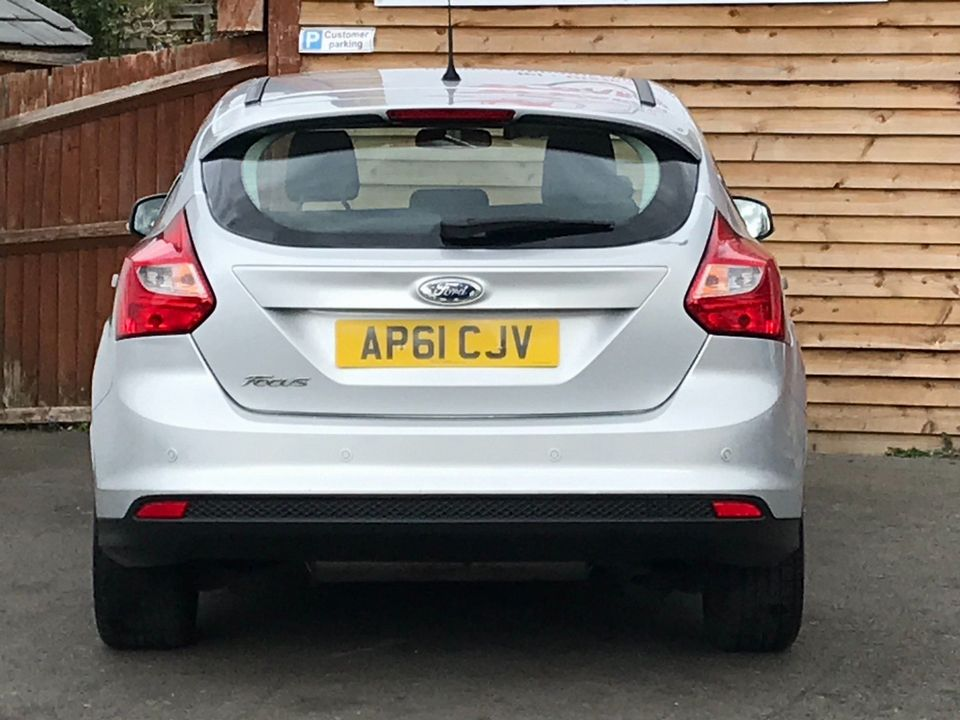 2012 Ford Focus 1.6 Zetec Powershift 5dr - Picture 7 of 33